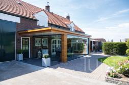 Andere Marke Moderne Terrassenüberdachung in matt anthrazit 4 -rail und 6-rail system