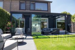 Gumax®Klassieke Terrassenüberdachung mat anthrazit 6 m mit glasschiebewanden