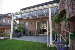 Klassischer Gumax® Terrassenüberdachung in weiß von 4,06 x 3,5 Metern mit klaren Polycarbonatdach