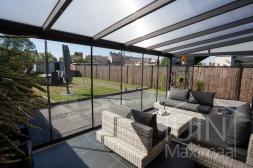 Moderne Gumax® Terrassenüberdachung in mat antraciet, 6,06 meter und 3 meter mit türgriffe